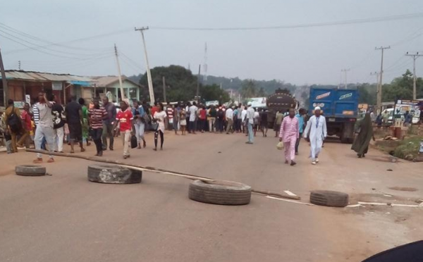 One of the several roadblocks erected by FUNAAB students