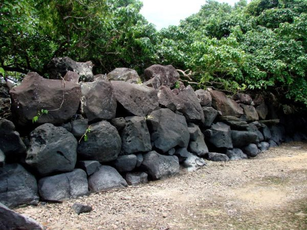 Nan Madol: Ceremonial Center of the Eastern Micronesia: Seawall of the islet of Lukopen Karian