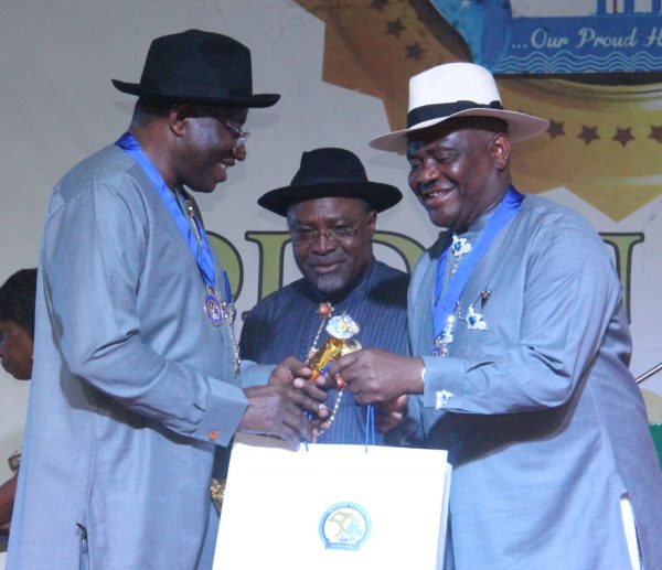 R-L Rivers State Governor, Nyesom Wike Presenting the Grand Service Star of Rivers State Award [GSSRS] to Dr Goodluck Jonathan Ex Nigerian President with them is Dr Abiye Sekibo Former Transport Minister during the Rivers State Golden Jubilee Awards and houours Night Weekend in Port Harcourt. Photo: Nwankpa Chijioke