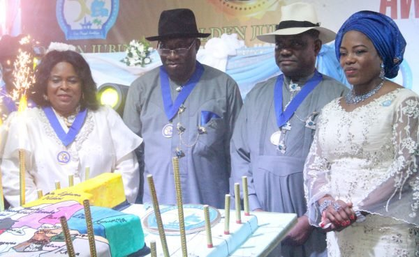 L-R Dame Patience Jonathan, Former Nigerian First Lady; Dr Goodluck Jonathan, Former President; Barr Nyesom Wike, Rivers State Governor and His Wife Justice Suzzeth Wike after cutting the Golden Jubilee Cake during the Rivers State Golden Jubilee Awards and houours Night Weekend in Port Harcourt. Photo: Nwankpa Chijioke