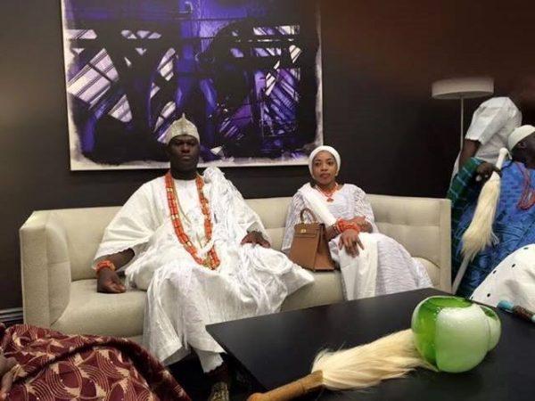 HIM-OONI-Alayeluwa-Enitan-Babatunde-Ogunwusi-and-his-beautiful-wife-yeyelua-of-the-source