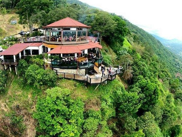 Reminisce in a landscape of waterfalls in Jarabacoa