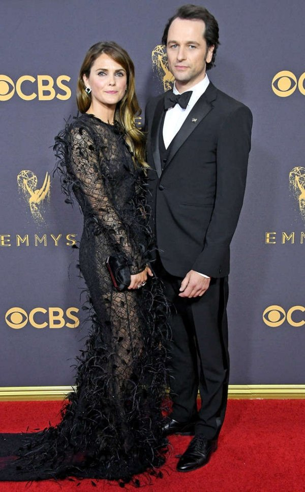 emmycouplers_634x1024-170917172324-634.keri-russell-matthew-rhys-emmys-couples.ct.091717