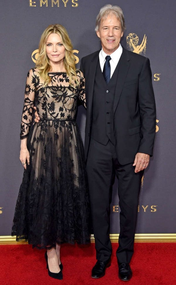 emmycouplers_634x1024-170917180052-634.michelle-pfeiffer-david-e-kelley-emmys-couples.ct.091717