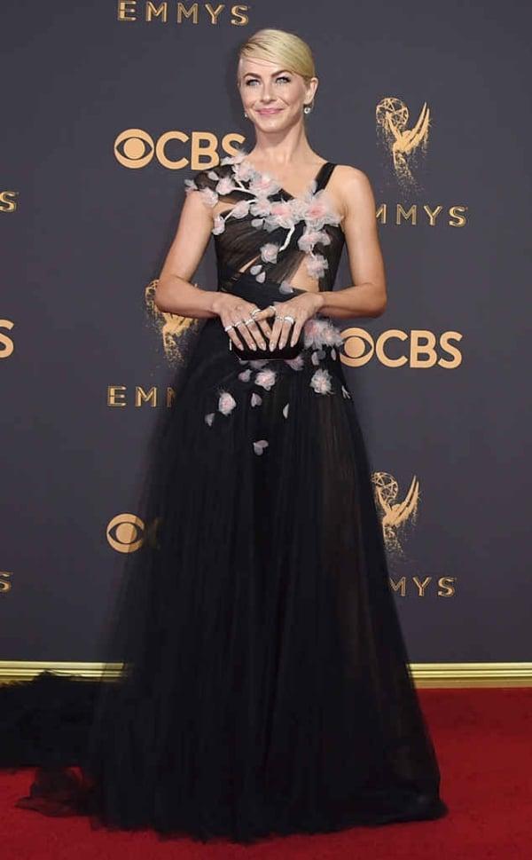 emmyrs_634x1024-170917143353-634-Emmys-julianne-hough.cm.91717
