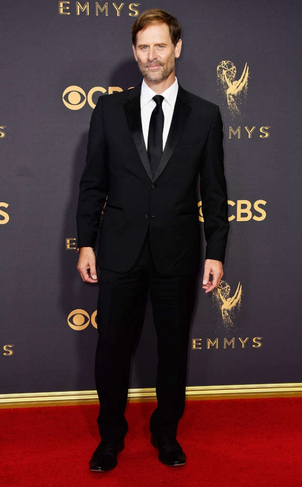 emmyrs_634x1024-170917150612-634-emmy-awards-arrivals-2017-Jeffrey-Nordling