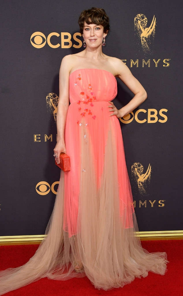 emmyrs_634x1024-170917154102-634-emmy-awards-arrivals-2017-Carrie-Coon