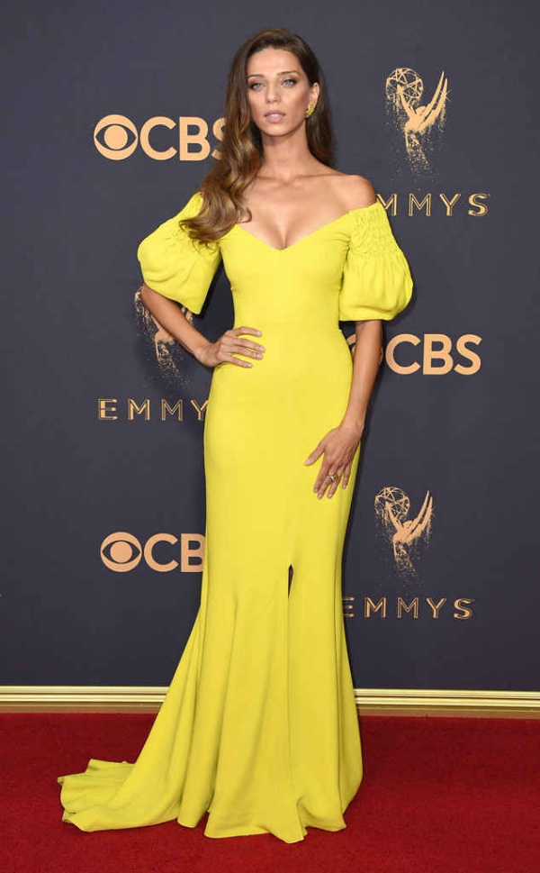 emmyrs_634x1024-170917155830-634-Emmys-angela.cm.91717