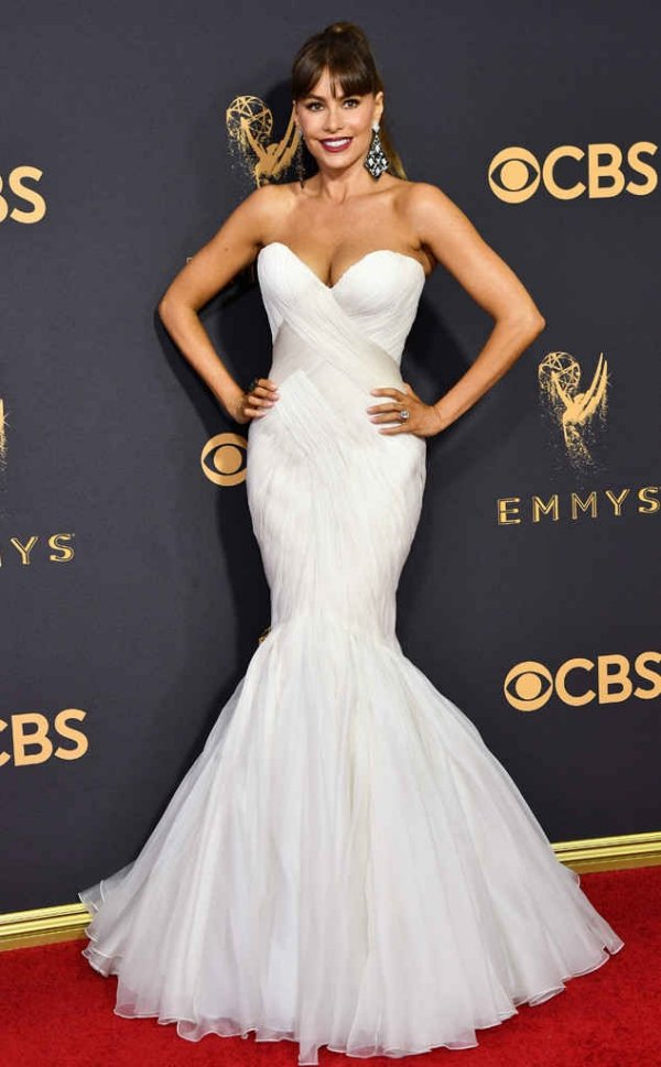 emmyrs_634x1024-170917155952-634-emmy-awards-arrivals-2017-sofia-vergara