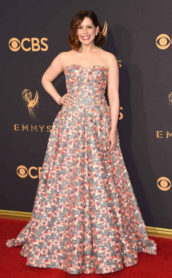emmyrs_634x1024-170917162342-634.Vanessa-Bayer-Emmy-Awards-Arrivals-2017