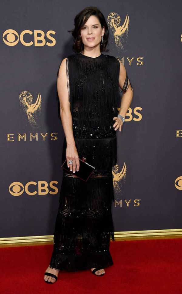 emmyrs_634x1024-170917163405-634-emmy-awards-arrivals-2017-neve-campbell