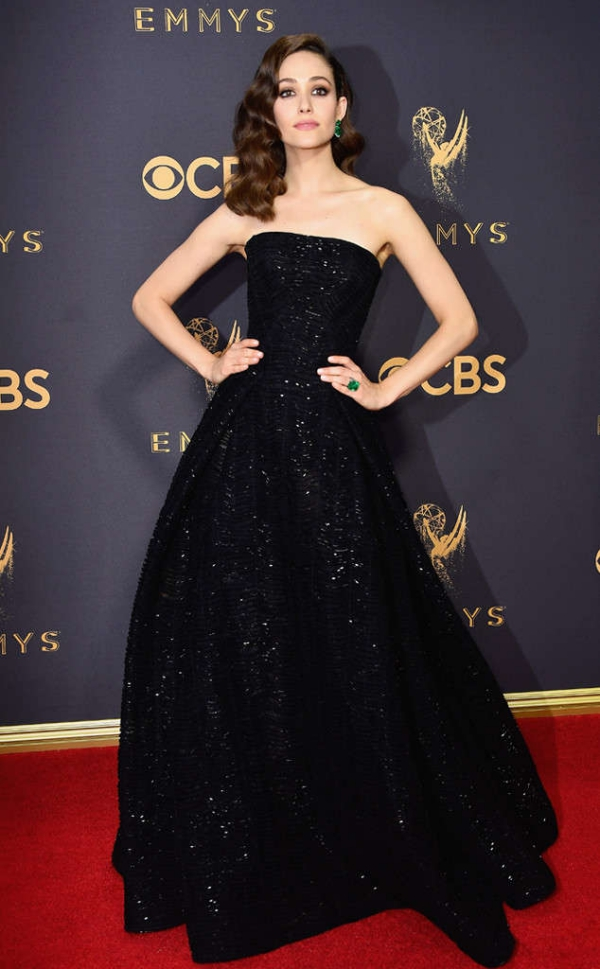 emmyrs_634x1024-170917163947-634-emmy-awards-arrivals-2017-emmy-rossum