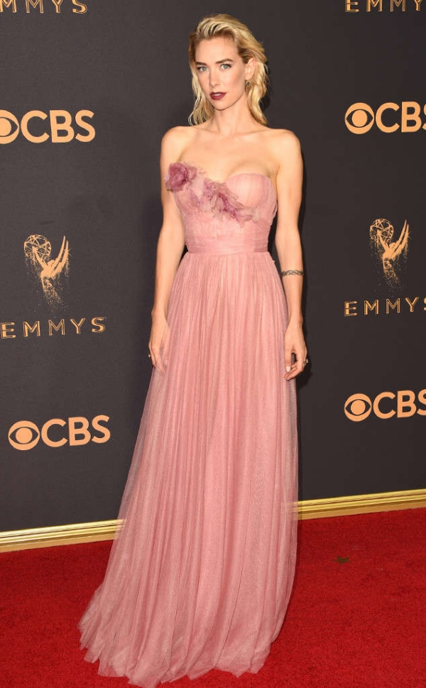 emmyrs_634x1024-170917164500-634.Vanessa-Kirby-Emmy-Awards-Arrivals-2017