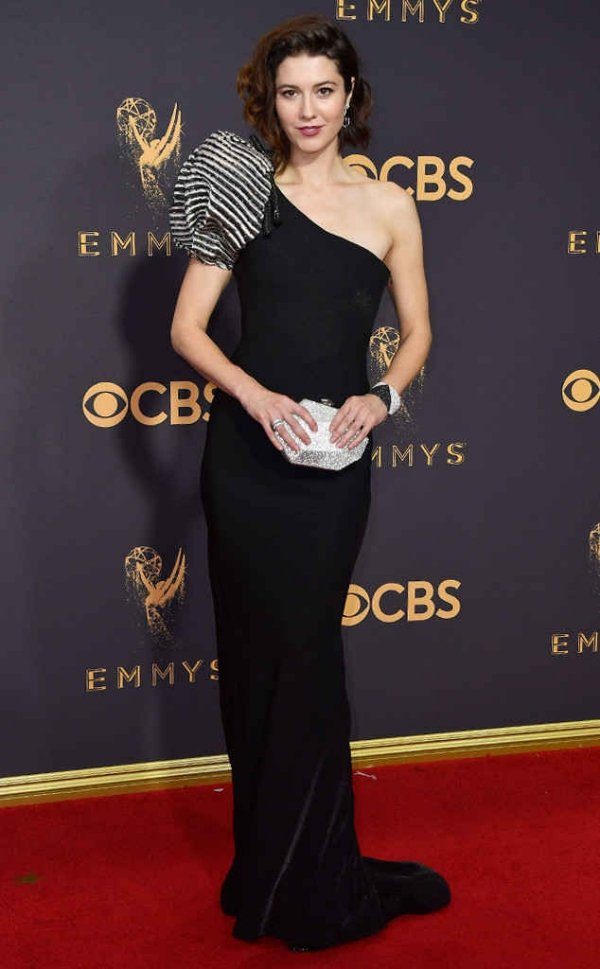 emmyrs_634x1024-170917171255-634-emmy-awards-arrivals-2017-Mary-Elizabeth-Winstead