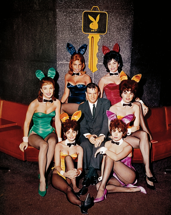 hughhefkeyHefner with Bunnies Playboy Club Chicago 1960_credit Playboy