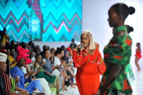 africa inspiredTiwa Savage performing during the presentaion of the Africa Inspired Fashion by Heineken at the Heineken Lagos Fashion and Design Week 2017 002