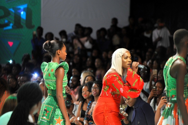 africa inspiredTiwa Savage performing during the presentaion of the Africa Inspired Fashion by Heineken at the Heineken Lagos Fashion and Design Week 2017 003