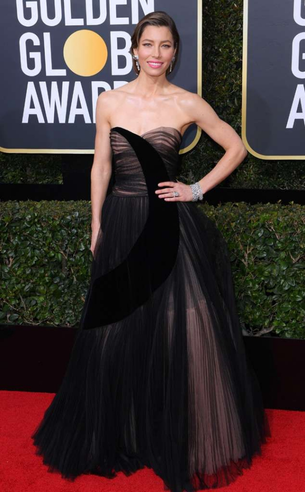 rs_634x1024-180107160905-634-red-carpet-fashion-2018-golden-globe-awards-jessica-biel.