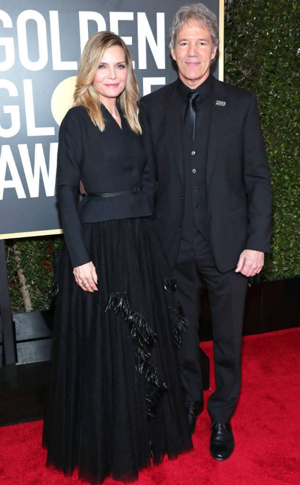 rs_634x1024-180107170858-634.Michelle-Pfeiffer-David-E.-Kelley-Golden-Globes.ms.010718.