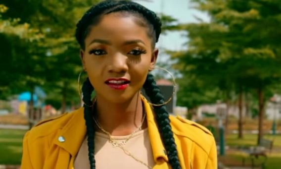 Simi tackles Samklef on Twitter over 'Tems yansh' post