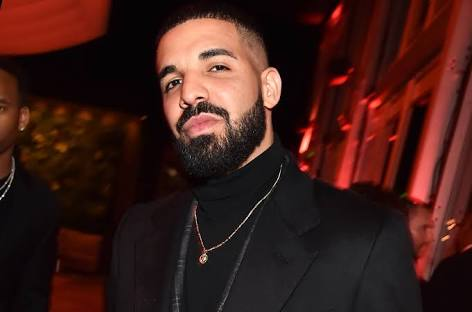Drake booed off stage by fans expecting Frank Ocean as…