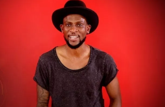 BBNaija day 21: Omashola breaks in on Thelma during shower