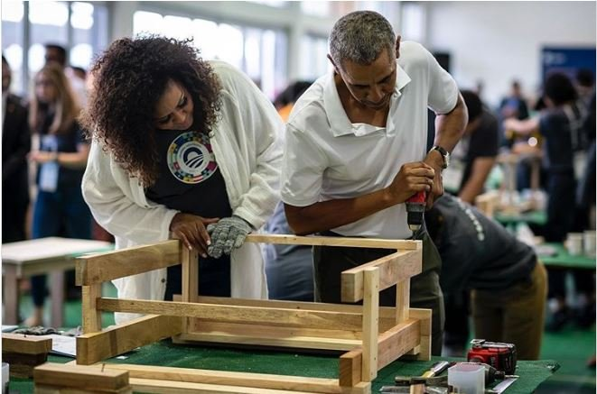 Barack, Michelle Obama construct furniture for Malaysian school children
