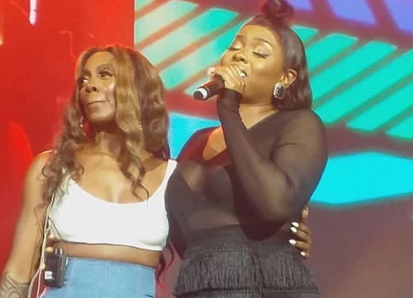 Tiwa Savage, Yemi Alade settle differences on stage