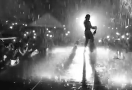VIDEO: Burna Boy thrills fans under the rain in Abidjan