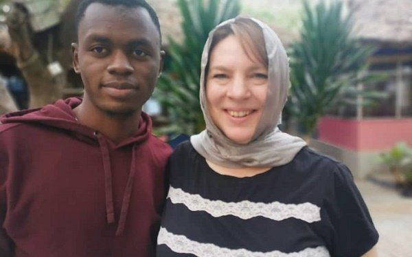 EXTRA: 46-year-old US mum arrives Kano to marry 23-year-od lover she met on Instagram