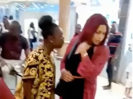 TRENDING VIDEO: Woman confronts husband's 'lover' in Lagos mall