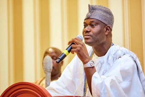 TRENDING VIDEO: Panic as ooni gets stuck in the elevator of a Lagos hotel