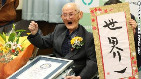 World's oldest man dies at 112 — days after bagging…
