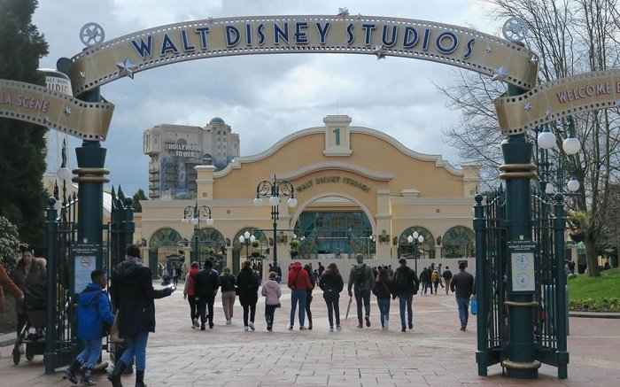 Disneyland worker tests positive for coronavirus in Paris