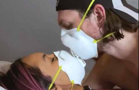 EXTRA: Canada's top doctor recommends masks during sex to prevent…
