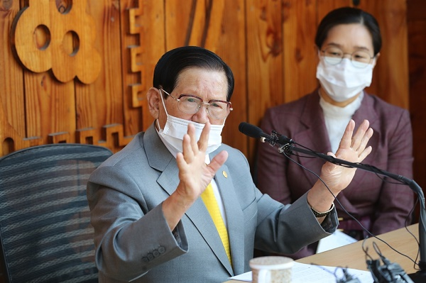 Coronavirus cases continue to surge in South Korea, top 4,200
