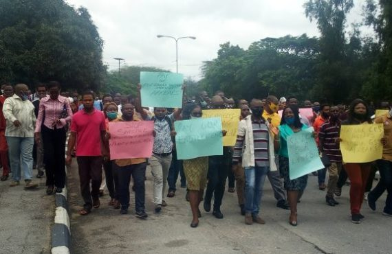 UNICAL lecturers protest unpaid allowances