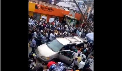 TRENDING VIDEO: Chaos as mob confronts SARS officials at Computer…