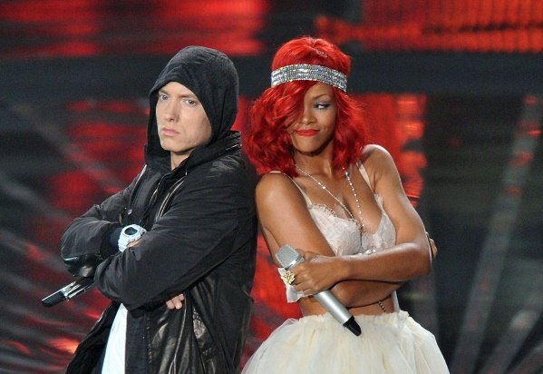 Eminem apologises to Rihanna for backing Chris Brown in 'Zeus'