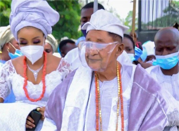 Twitter abuzz as Alaafin steps out with Chioma, his new wife