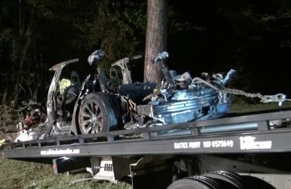 Two dead as 'driverless' Tesla car crashes in Texas