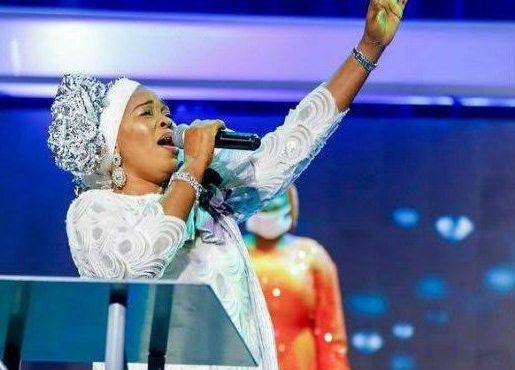 Tope Alabi faces backlash after criticising 'Oniduro', Alaseyori's hit song