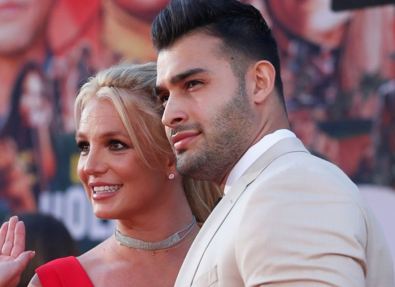 Britney Spears announces engagement to 27-year-old boyfriend