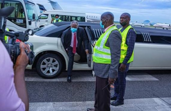 Kumuyi trends for arriving Abuja event in limousine car